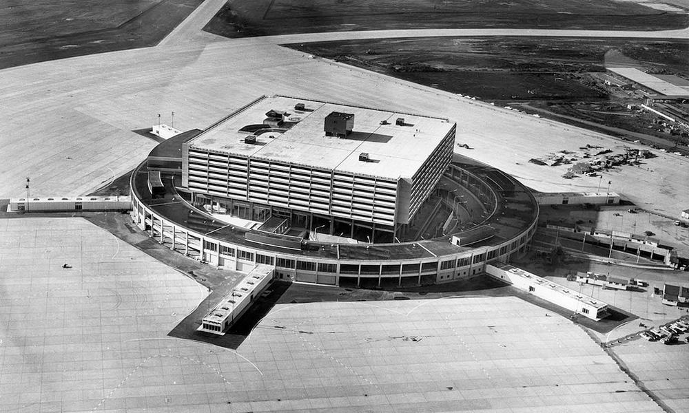 1964 - YYZ Terminal 1 Aeroquay just before opening - Airchive