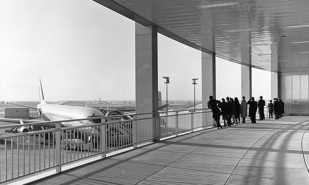 1960s - YYZ Terminal 1 Aeroquay Observation Deck, with TCA DC-8 - Airchive