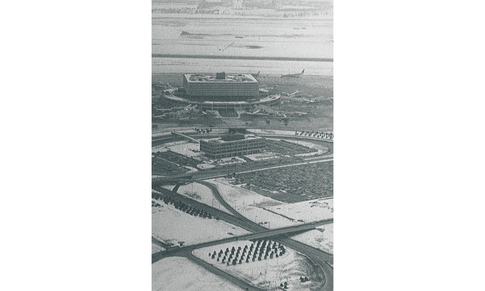 1970s - Winter View of YYZ Terminal 1 Aeroquay – Airchive