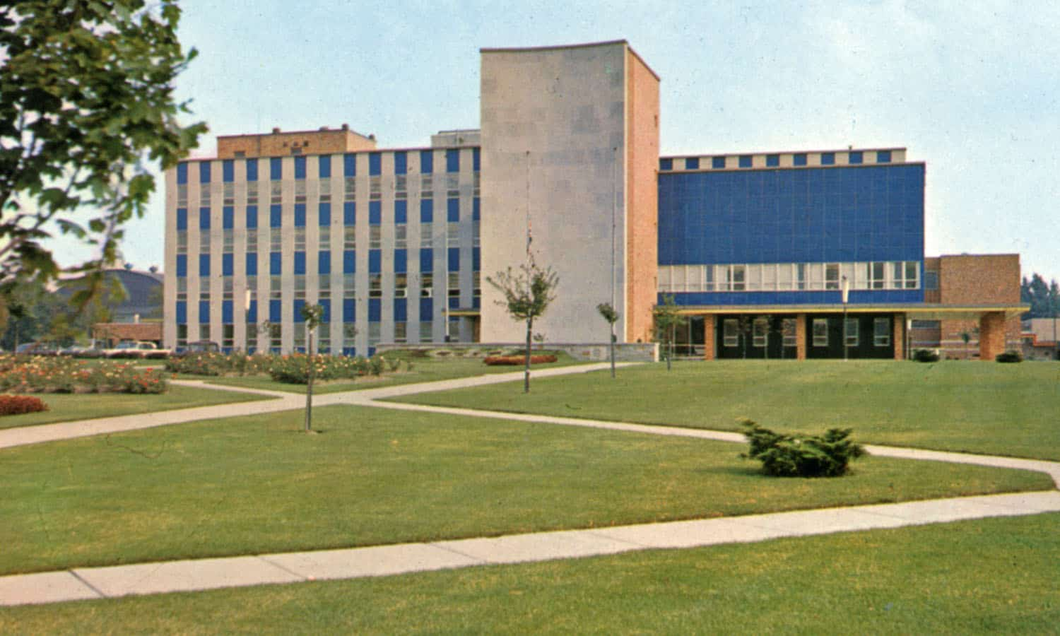 Windsor, Ontario. The modern new City Hall and beautifully landscaped surroundings (1956 - Grant-Mann Lithographers, 1956. http://swoda.uwindsor.ca/node/811)