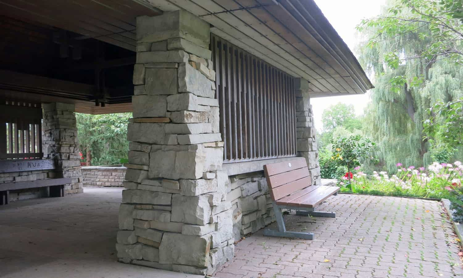 SHELTER The rusticity of the stone piers contrasts with the fine wooden joinery of the screens